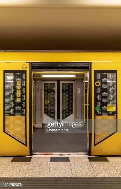 yellow train at railroad station - metropolitana foto e immagini stock