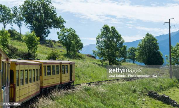 a yellow train on the countryside - catalogne photos et images de collection