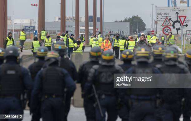 Yellow vests attempted to organize the blocking of the Port of SaintNazaire France by positioning at strategic roundabouts o November 2018 This...
