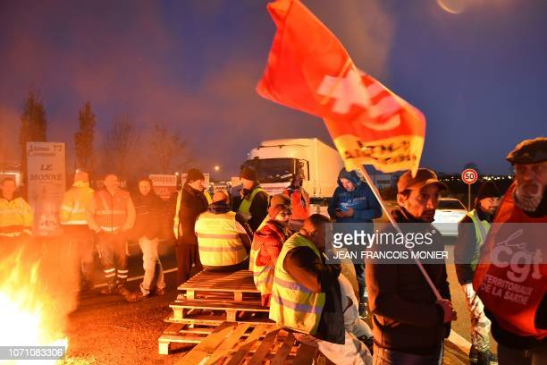TOPSHOT 'Yellow vests' protesters block the access to the 'Carrefour Supply Chain' the regional logistics centre of the Carrefour group and the...