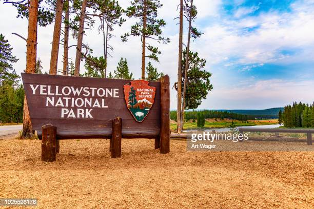 yellowstone national park sign - yellowstone national park stock pictures, royalty-free photos & images
