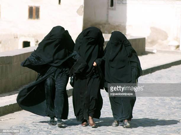 yemen women - burqa stock pictures, royalty-free photos & images