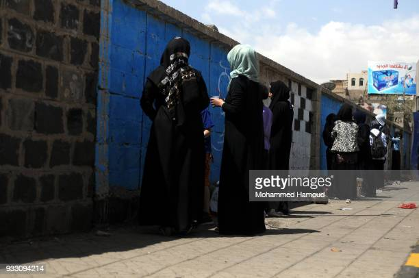 Yemeni artists draw graffiti during an Open Day of graffiti campaign call for peace on March 15, 2018 in Sana'a, Yemen.