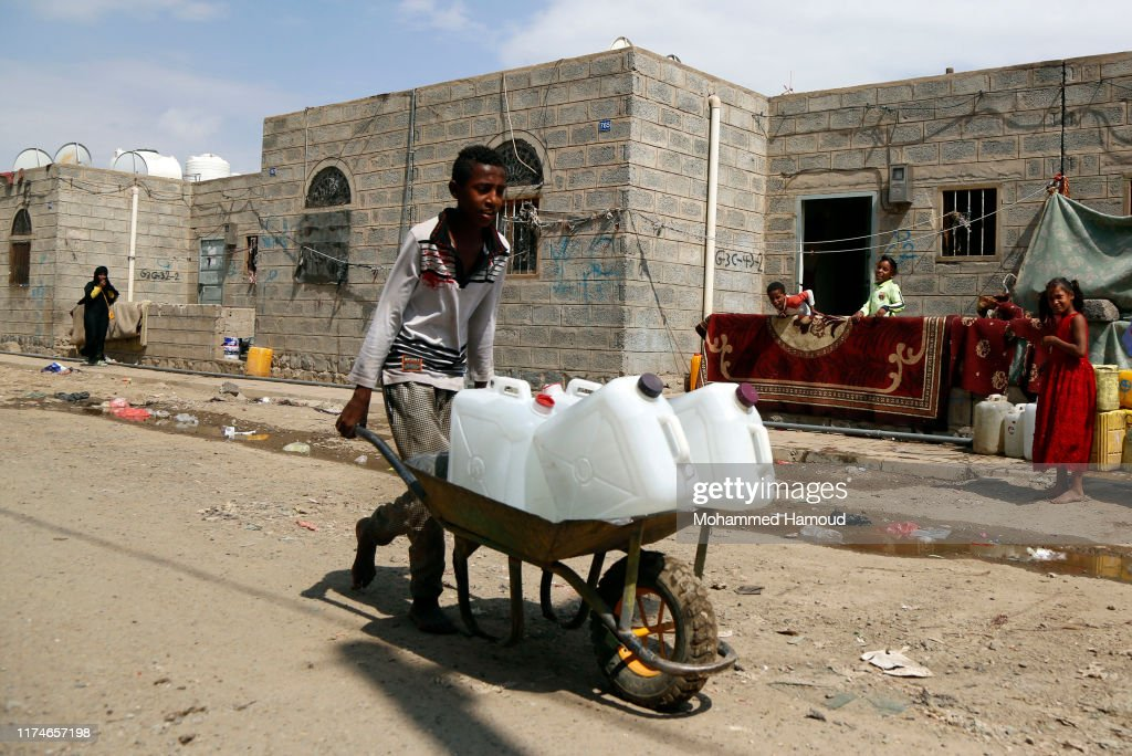Continued Clean Water Crisis In Yemen 2019 : News Photo