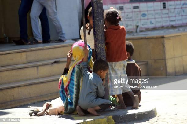 A Yemeni child smokes a cigarette on a street of the capital Sanaa on November 20 2016 on the UN Universal Children's Day / AFP / Abdel RAHMAN...