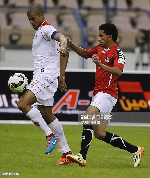 Yemeni footballer Motaz Qaid dribbles past Bahrain's Faisal Bodahoom during the 22nd Gulf Cup football match at King Fahad stadium in Riyadh on...