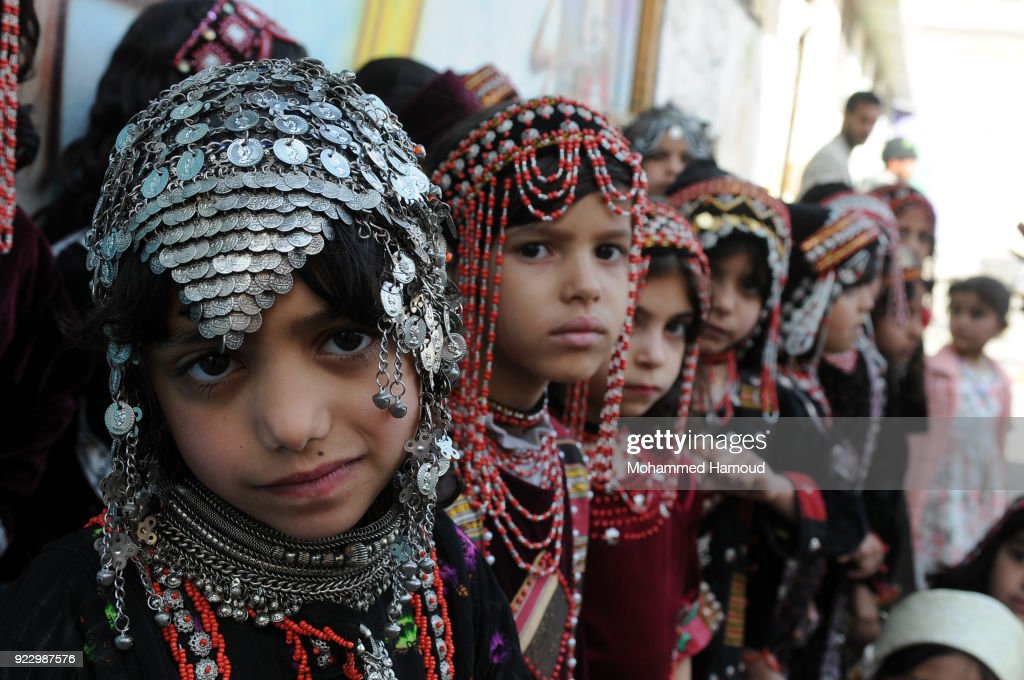 Yemeni Girls Hold Fashion Show To Call For Peace : News Photo