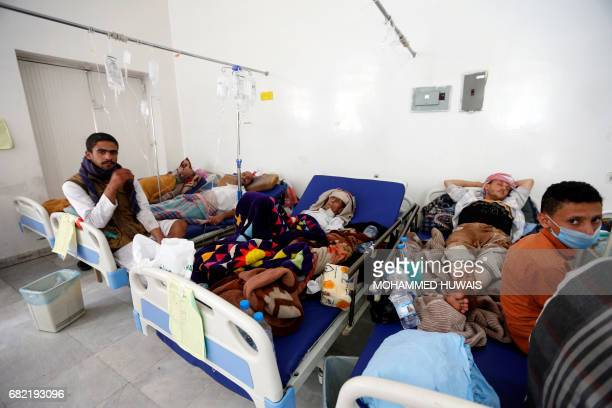 Yemeni men suspected of being infected with cholera receive treatment at a hospital in Sanaa on May 12 2017 / AFP PHOTO / Mohammed HUWAIS