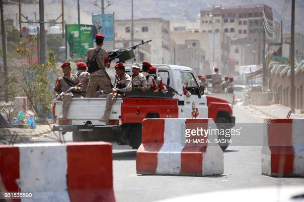 TOPSHOT Yemeni military policemen patrol the streets of the city of Taez on March 13 2018 / AFP PHOTO / Ahmad ALBASHA