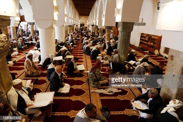 Yemeni Muslim people recite the holy Quran during their first fasting day in Ramadan in a mosque on April 24 2020 in Sana'a Yemen