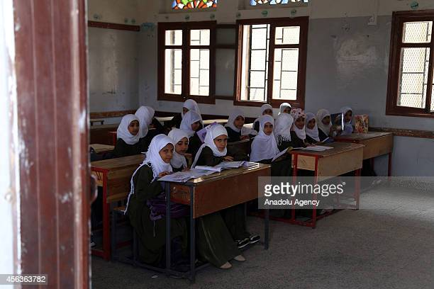 Yemeni students who were suspended from their school due to the clashes between Shiite Houthi militants and Yemeni security forces attend the class...