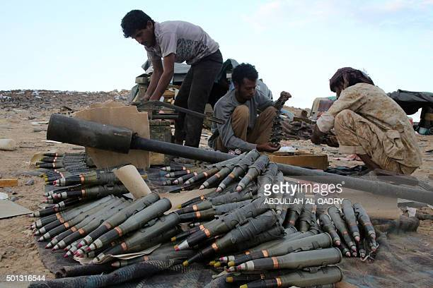 Yemeni tribesmen from the Popular Resistance Committees supporting forces loyal to Yemen's Saudibacked President Abedrabbo Mansour Hadi prepare and...