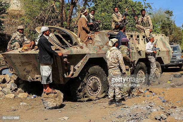 Yemeni tribesmen from the Popular Resistance Committees supporting forces loyal to Yemen's Saudibacked President Abedrabbo Mansour Hadi gather on the...