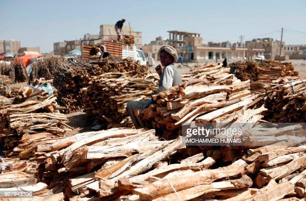 Yemeni vendors display firewood for sale amid ongoing cooking gas shortages in the Yemeni capital Sanaa on March 6 2018 / AFP PHOTO / Mohammed HUWAIS