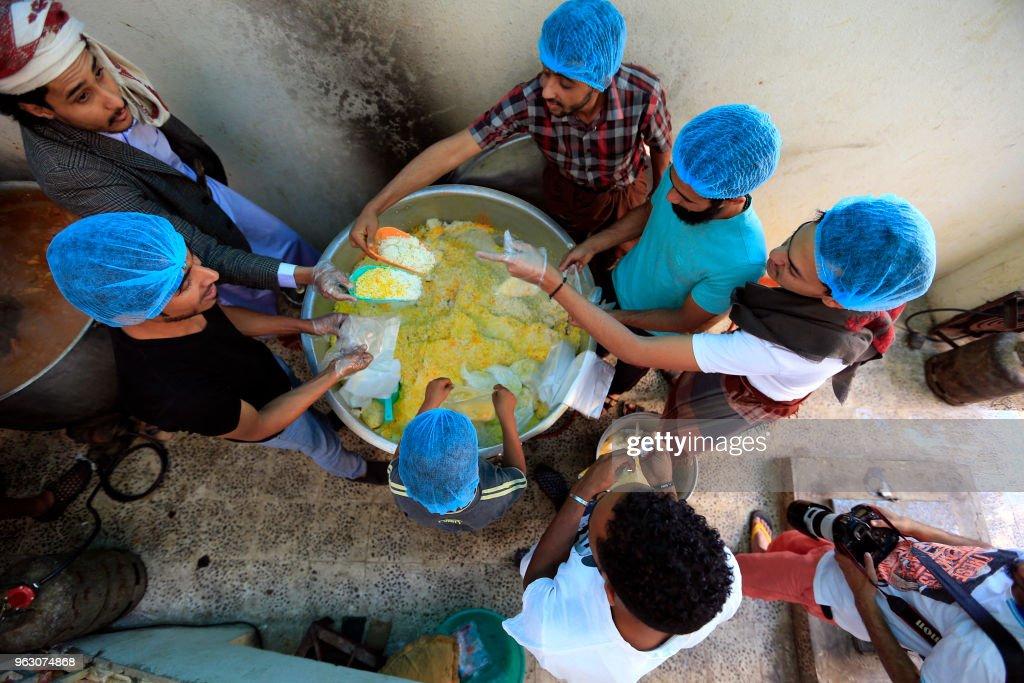 YEMEN-CONFLICT-FOOD-RAMADAN : News Photo