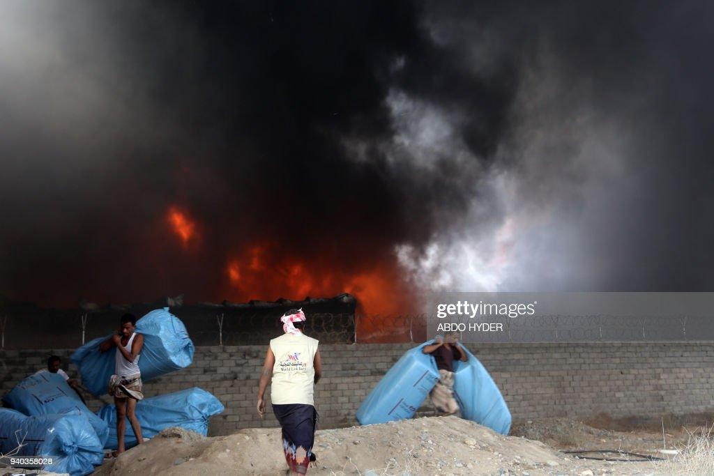 YEMEN-CONFLICT-AID-FIRE : News Photo