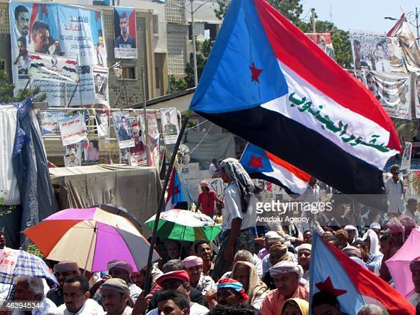Yemenis attend the funeral of intelligence officer Muhammad Mehdi Osman ezZehrani who lost his life in an attack carried out by the Ansar alSharia...