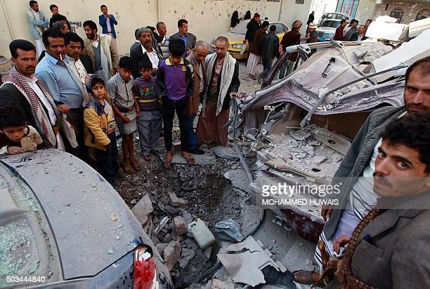 Yemenis look at destruction in the street following air strikes on the capital Sanaa on January 5 2016 AFP PHOTO / MOHAMMED HUWAIS / AFP / MOHAMMED...