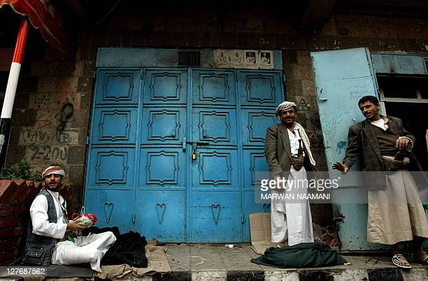 Yemenis prepare for their daily ritual of chewing qat the narcotic leaves of an evergreen shrub in a street in Sanaa January 25 2010 The United...
