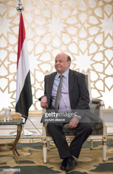 Yemen's President Abd Rabbuh Mansur Hadi talks to the German foreign minister FrankWalter Steinmeier at the guest house of the Saudi government in...