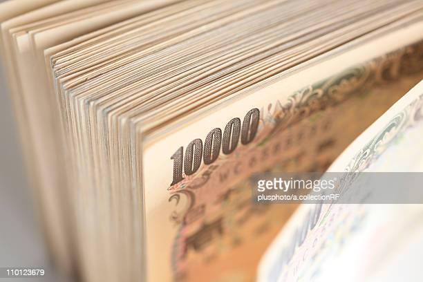 yen notes - plusphoto stock pictures, royalty-free photos & images