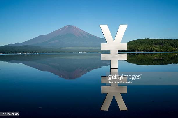 Yen shaped object on the Yamanaka lake