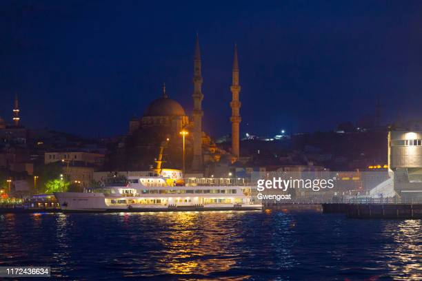 mezquita yeni cami en estambul - gwengoat fotografías e imágenes de stock