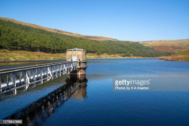 yeoman hey reservoir, greenfield, greater manchester - local landmark stock pictures, royalty-free photos & images
