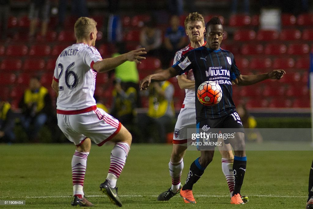 FBL-CONCACAF-QUERETARO-DC-UNITED : News Photo