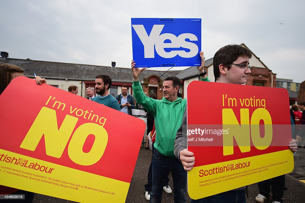 Yes and No campaigners wait for the departure of Labour leader Ed Miliband on the Scottish independence campaign trail on September 4, 2014 in Blantyre, Scotland. Miliband urged Scots to reject independence in a referendum on the September 18, promising he will win a national election next year and give them the changes they desire.