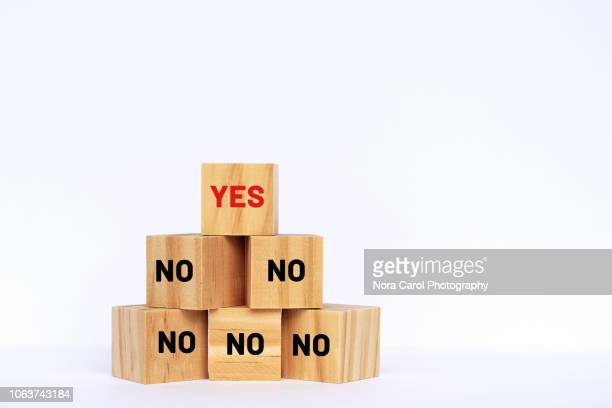yes and no text on wooden blocks - possible stock pictures, royalty-free photos & images