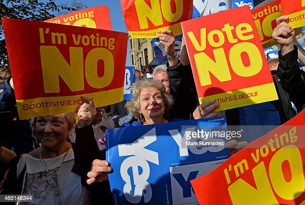 'Yes' and 'No' voters protest as John Prescott and Alistair Darling join the Scottish Labour Battle Bus on Rutherglen main street on September 10...