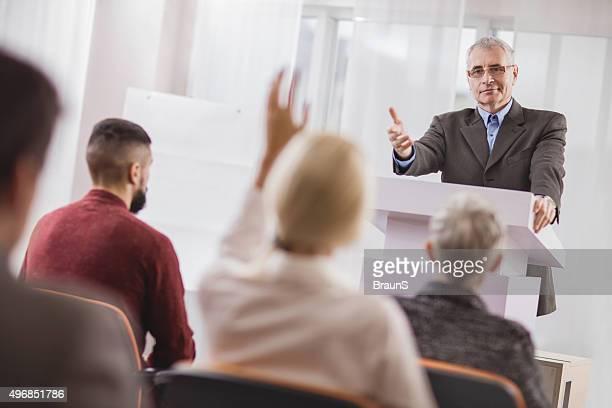 Sim, colega, gostaria de dizer algo?