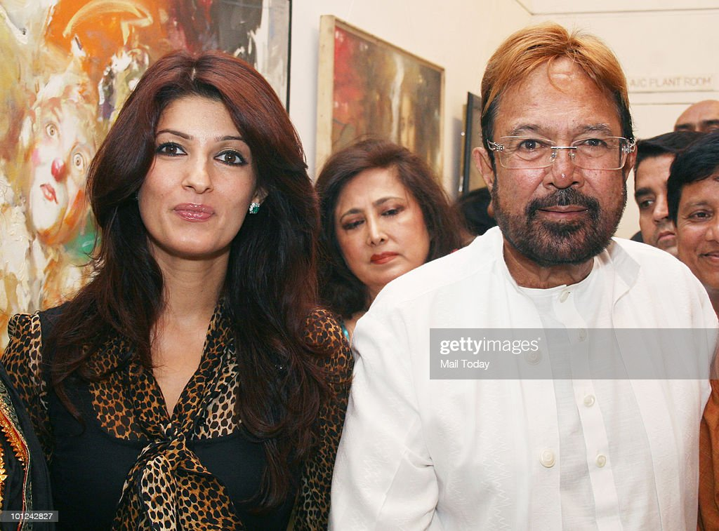 Yesteryears Bollywood Super star Rajesh Khanna along with his daughter and Bollywood actress Twinkle Khanna during the Prithvi Soni's realistic canvas paintings inaugural function at Jehangir Art Gallery, in Mumbai on May 27, 2010.