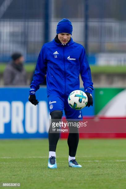 Yevhen Konoplyanka of Schalke controls the ball during a training session at the FC Schalke 04 Training center on December 06 2017 in Gelsenkirchen...