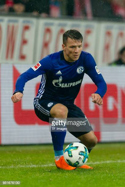 Yevhen Konoplyanka of Schalke controls the ball during the Bundesliga match between 1 FSV Mainz 05 and FC Schalke 04 at Opel Arena on March 9 2018 in...