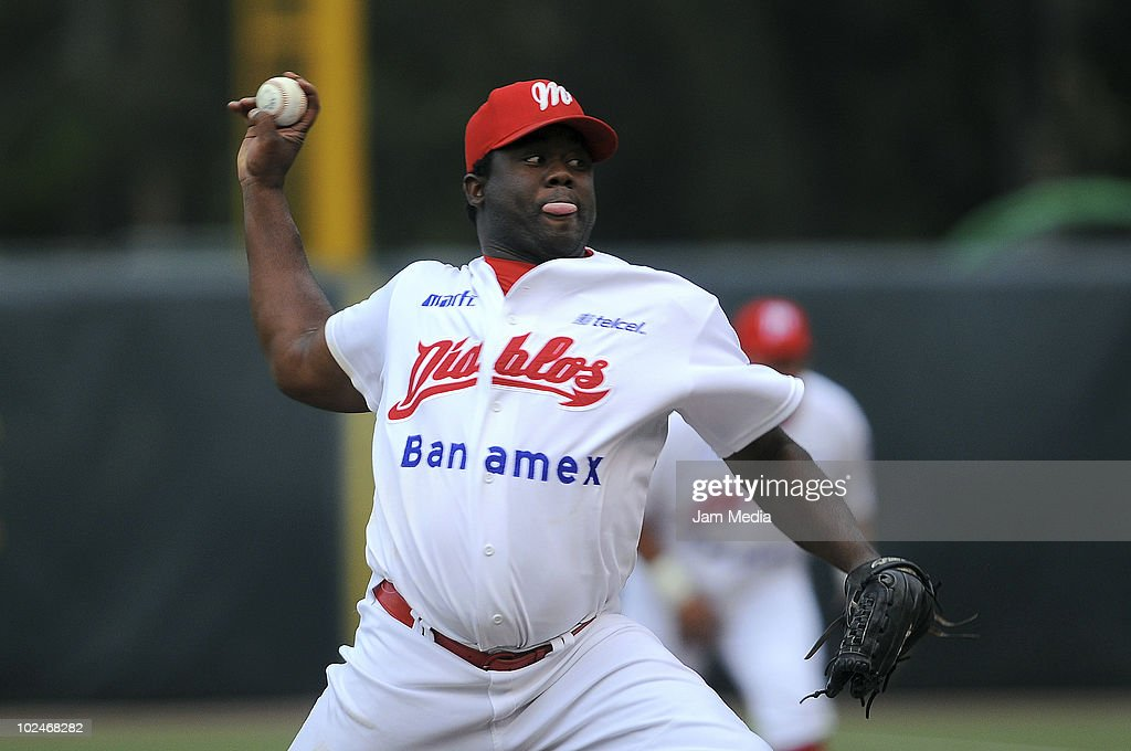Yhency Brazoban of Diablos Rojos in action during a match against Dorados de Chihuahua as part of the 2010 Mexican Baseball League at Foro Sol Stadium on June 26, 2010 in Mexico City, Mexico.