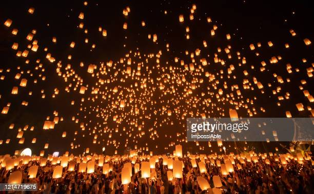 yi peng festival. thailand famous traditional lanterns festival at chiang mai, thailand. the popular tourist destination. - religion photos et images de collection