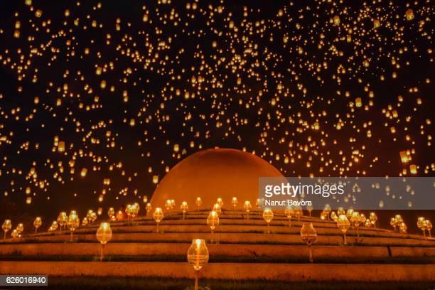 yi peng in thailand floating lanterns : thailand - loi krathong stock photos and pictures
