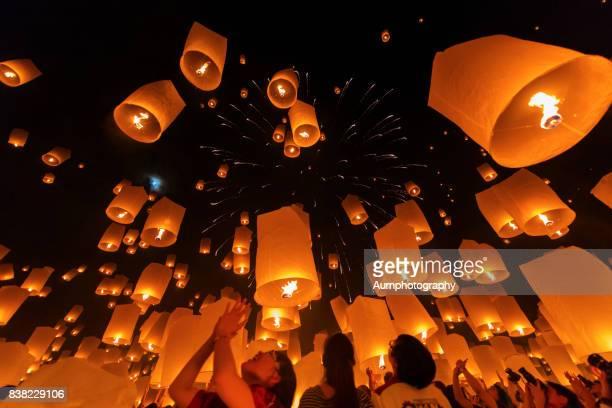 yi peng lantern festival, chiangmai, thailand. - lantern festival stock photos and pictures