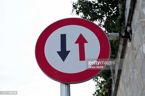 yield/give way to oncoming traffic traffic sign - give way stock pictures, royalty-free photos & images