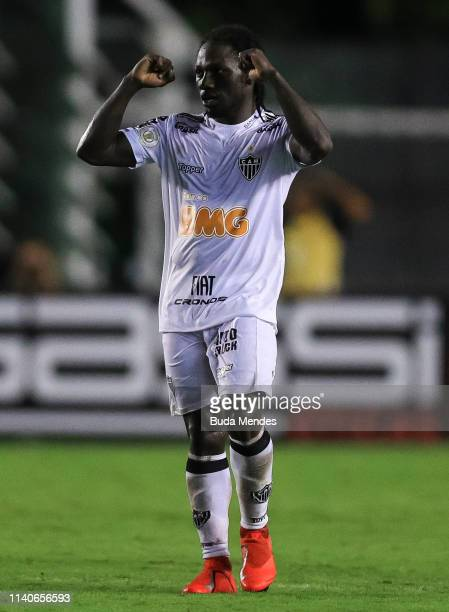 Yimmi Chará of Atletico Mineiro celebrates after scoring the second goal of his team during a match between Vasco da Gama and Atletico Mineiro as...