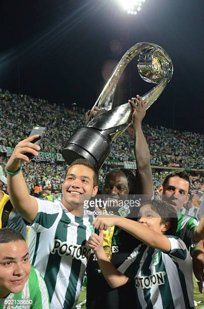 Yimmi Chará of Atletico Nacional lifts the trophy after a second leg final match between Atletico Nacional and Atletico Junior as part of Liga Aguila...