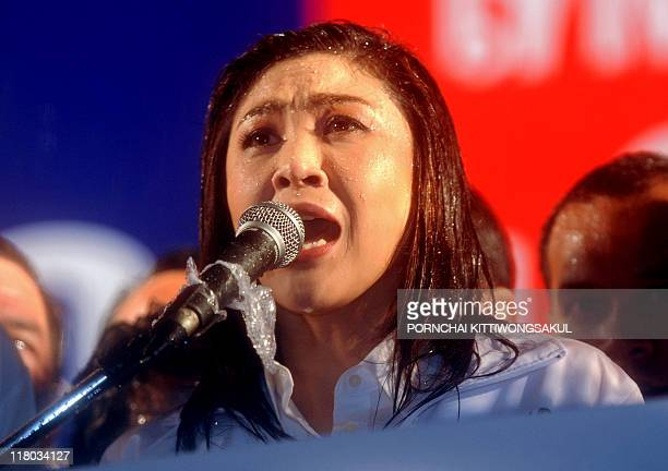 Yingluck Shinawatra sister of fugitive Thai exprime minister Thaksin Shinawatra speaks to her supporters during an election campaign rally at...