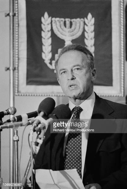 Yitzhak Rabin, nouveau premier ministre israélien, prête serment lors de son investiture à Jérusalem le 29 mai 1974, Israël.