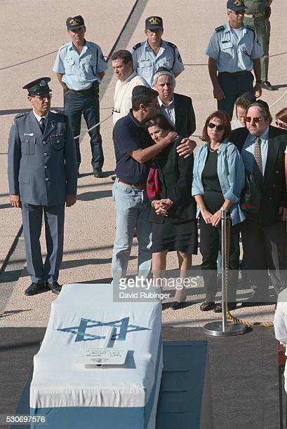 yitzhak rabin's coffin lying in state outside the knesset - lying in state stock pictures, royalty-free photos & images