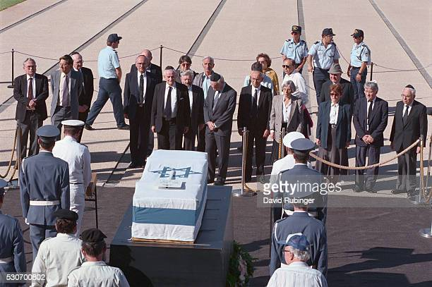yitzhak rabin's coffin lying in state - lying in state stock pictures, royalty-free photos & images