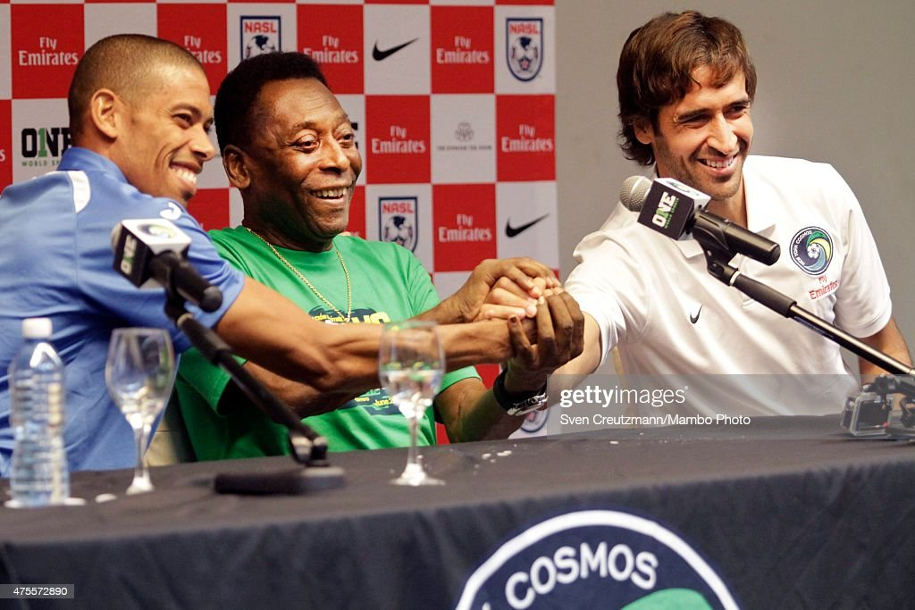 New York Cosmos In Cuba - Pele Press Conference : News Photo