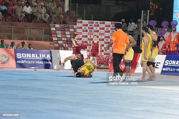 Yo Yo Tigers compete against Punjab Thunder during the 2014 World Kabaddi League tournament at Rajindra Singh College Hockey Stadium on 13th Sep 2014...