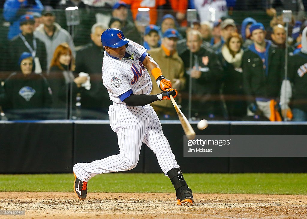 World Series - Kansas City Royals v New York Mets - Game Three : News Photo